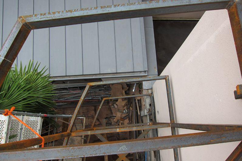 Projet réalisé en centre urbain. Il s'agit d'une extension sur ossature légère alliant une structure primaire en acier et une ossature bois.