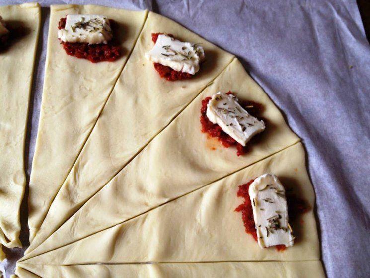 Une variante intéressante, fromage de chèvre et tomates séchées, herbes de provence !