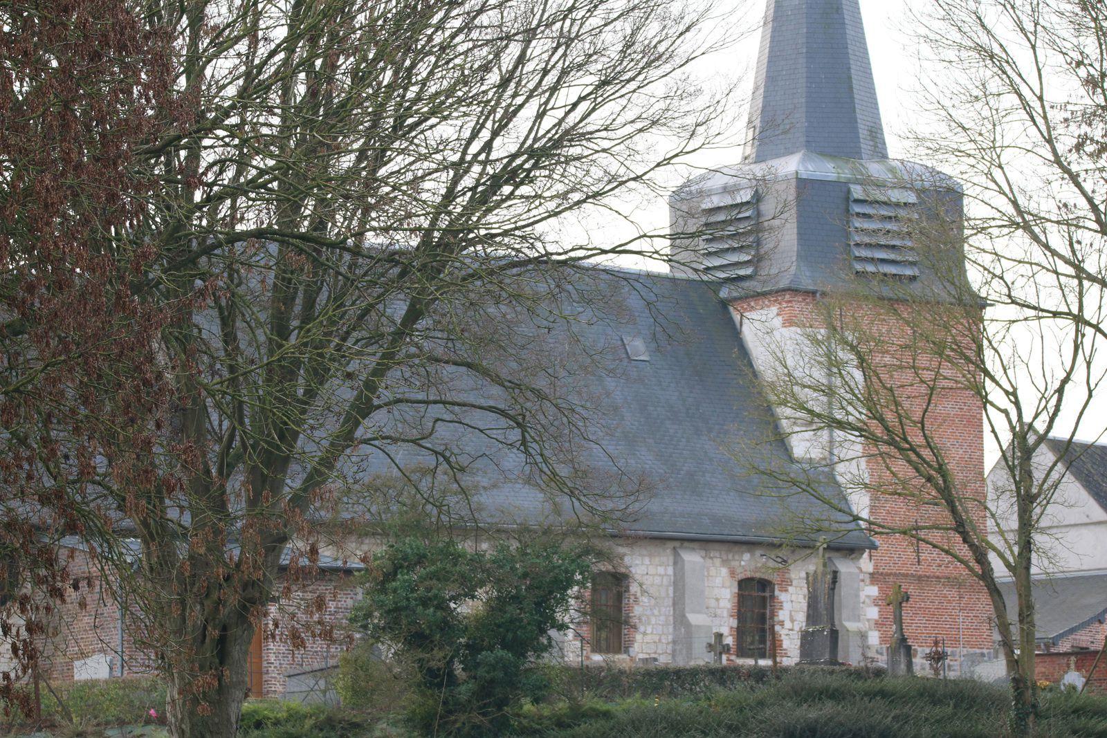 L'église, vue de la source.