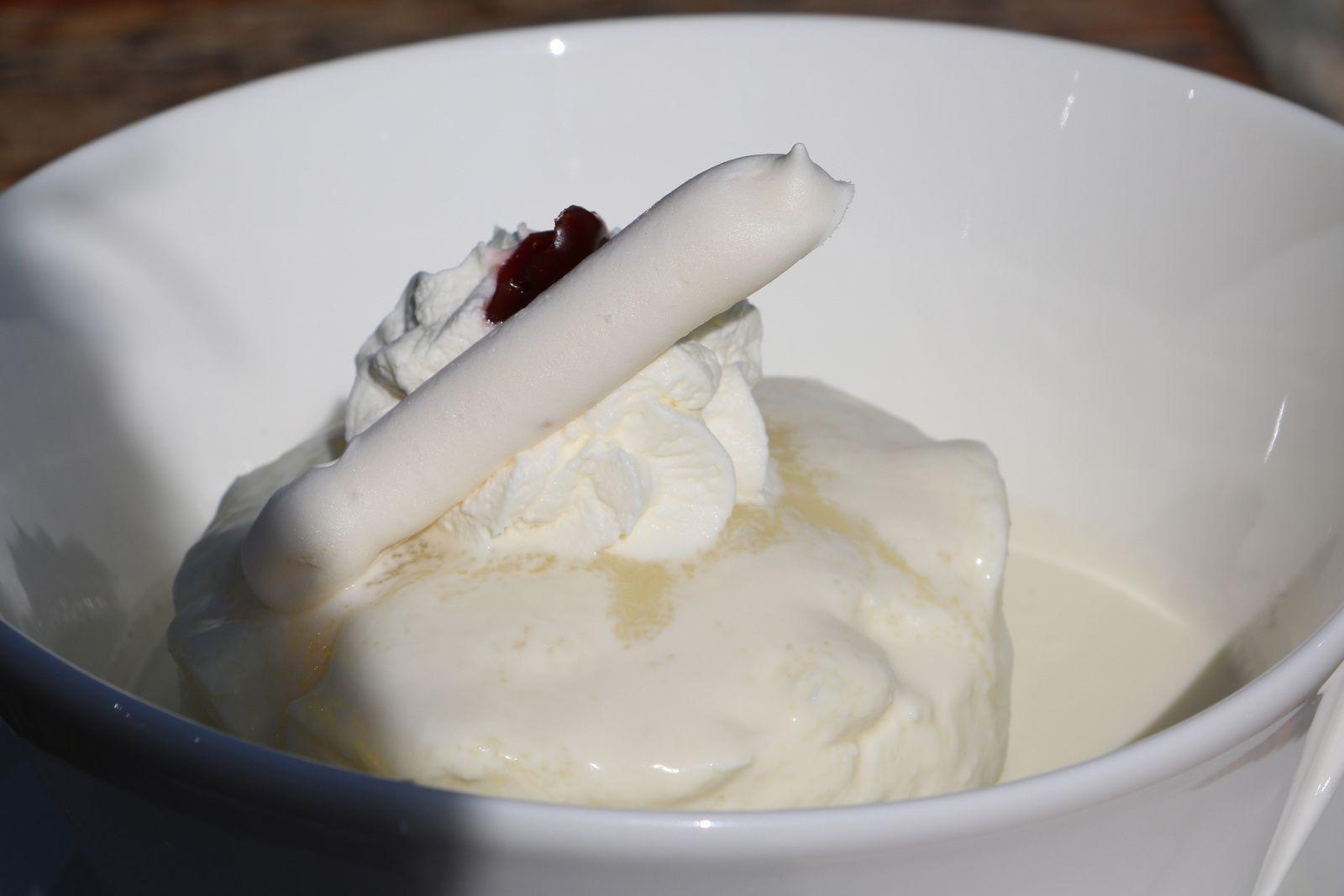 Desserts:  siaskas ou schlitte glacée.