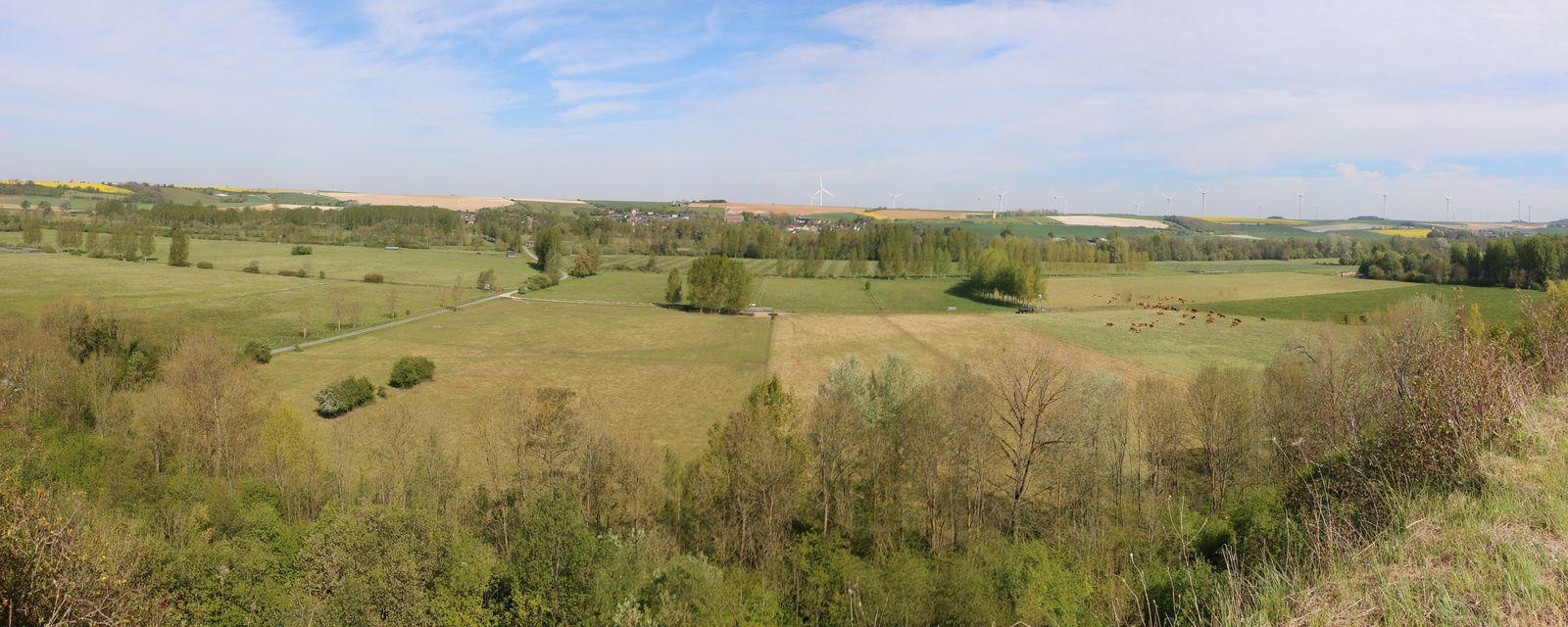La vallée : montage panoramique de 4 photos. (un clic sur l'image pour l'agrandir)