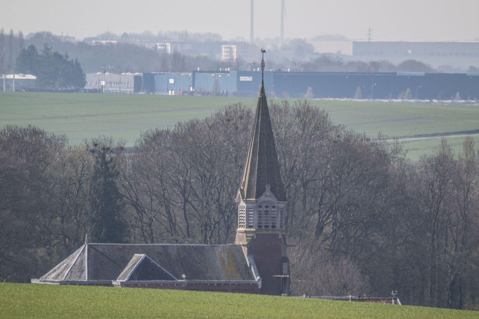 Notre clocher et le château de Lesdins.