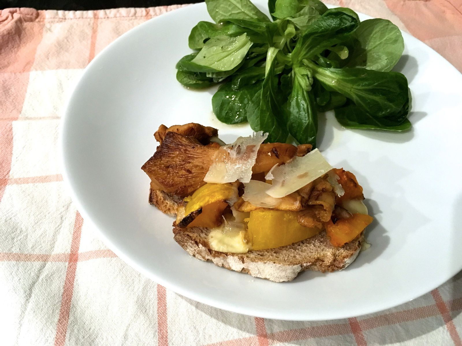 Tartines automnales aux courges et girolles