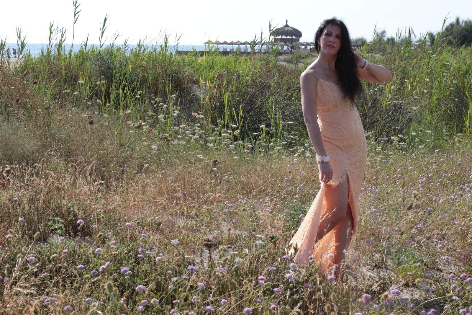 Estate o inverno, l'abito lungo elegante per vestire chic