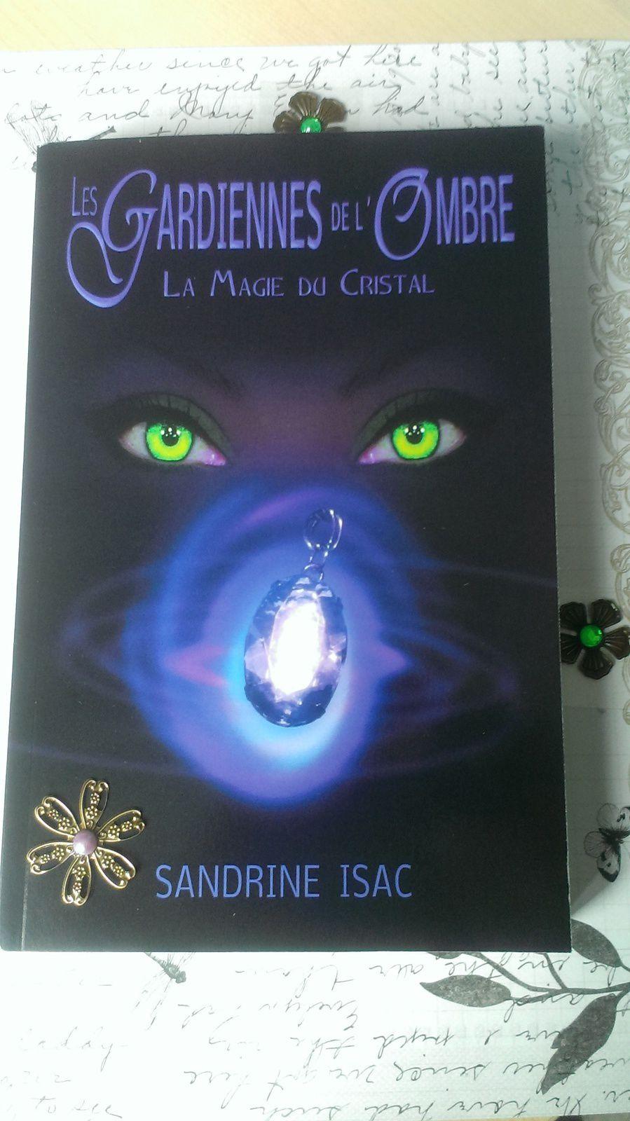 Extrait Les Gardiennes de l'Ombre - La Magie du Cristal - Tome 1 de Sandrine Isac