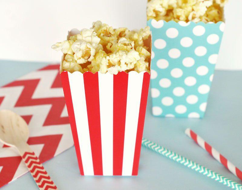 carton pop corn rouge et bleu idées cadeaux invités