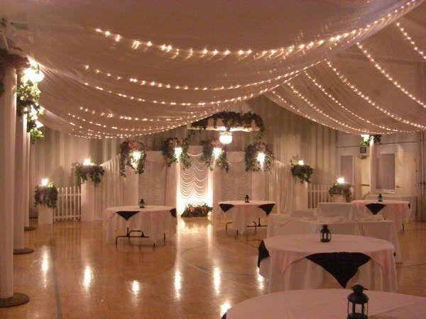 decoration salle mariage tulle drapés