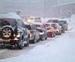 Dans la soirée du mardi 14 mars qu'est ce qu'ils faisaient pour débloquer les petites routes et les autoroutes ? Tandis que, il y-a du monde dans leur voiture et même qui demande l'aide.