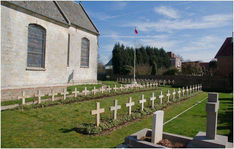 Le carré militaire de HENU ( Pas de Calais)