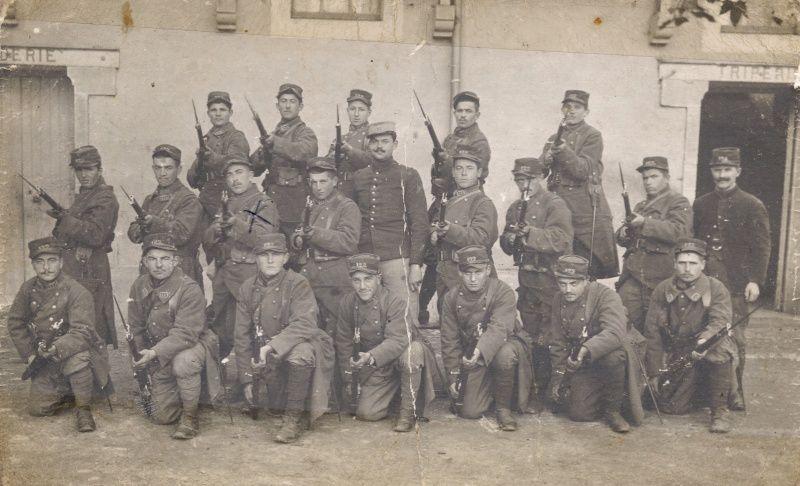 SOLDATS DU 122 ème  REGIMENT D'INFANTERIE EN  1915
