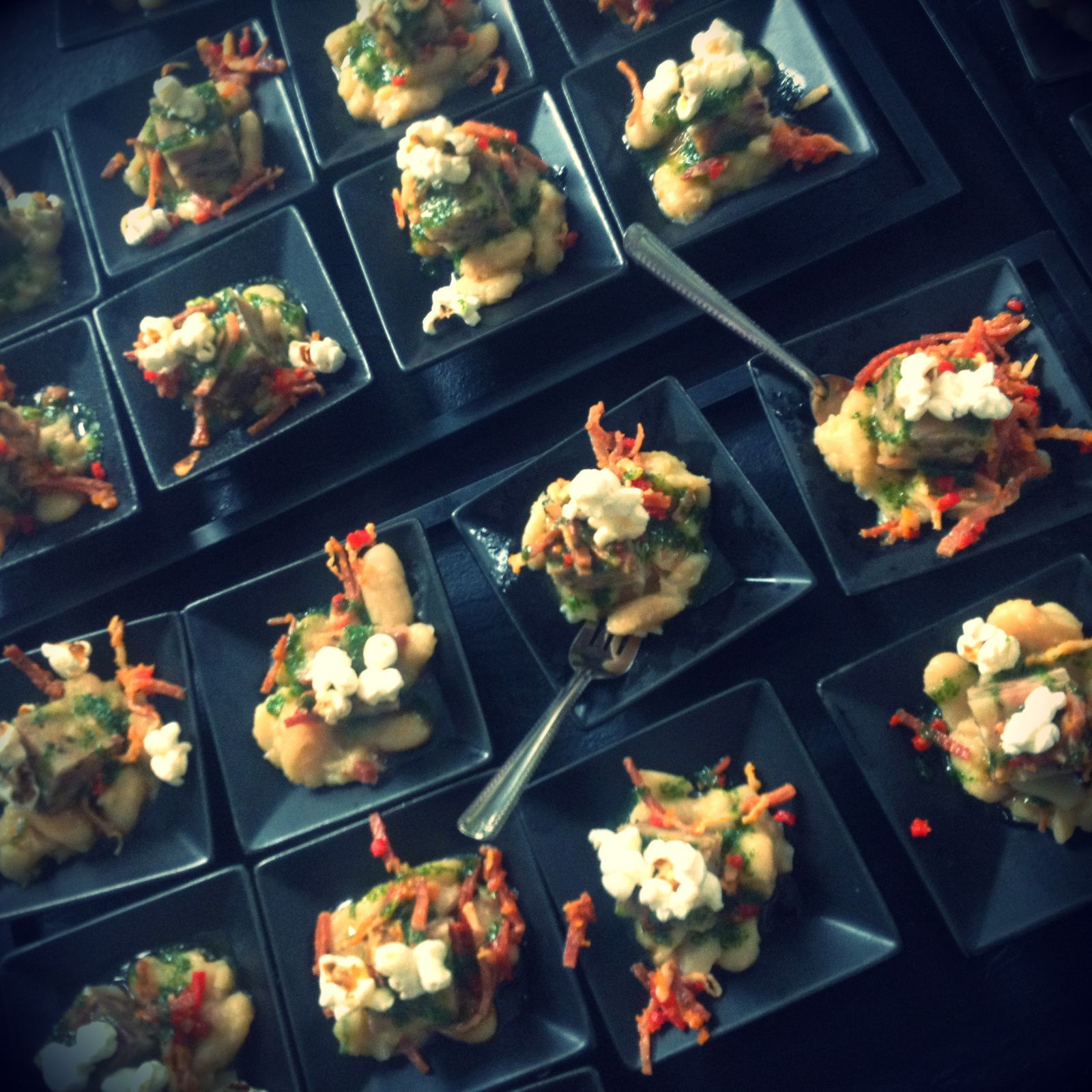 Salade de haricots Tarbais, cubik de pied de porc vinigrette au jambon de pays et piments Piquillos par Jardins et Saveurs