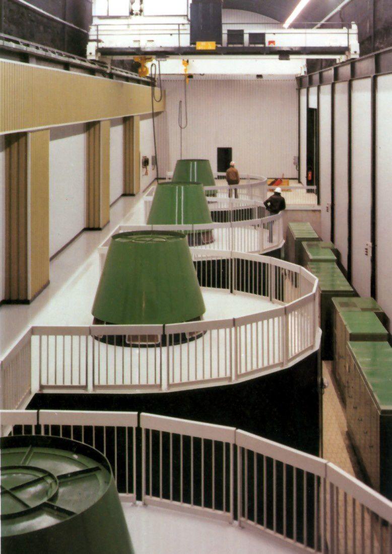 La salle des turbines et une roue pompe