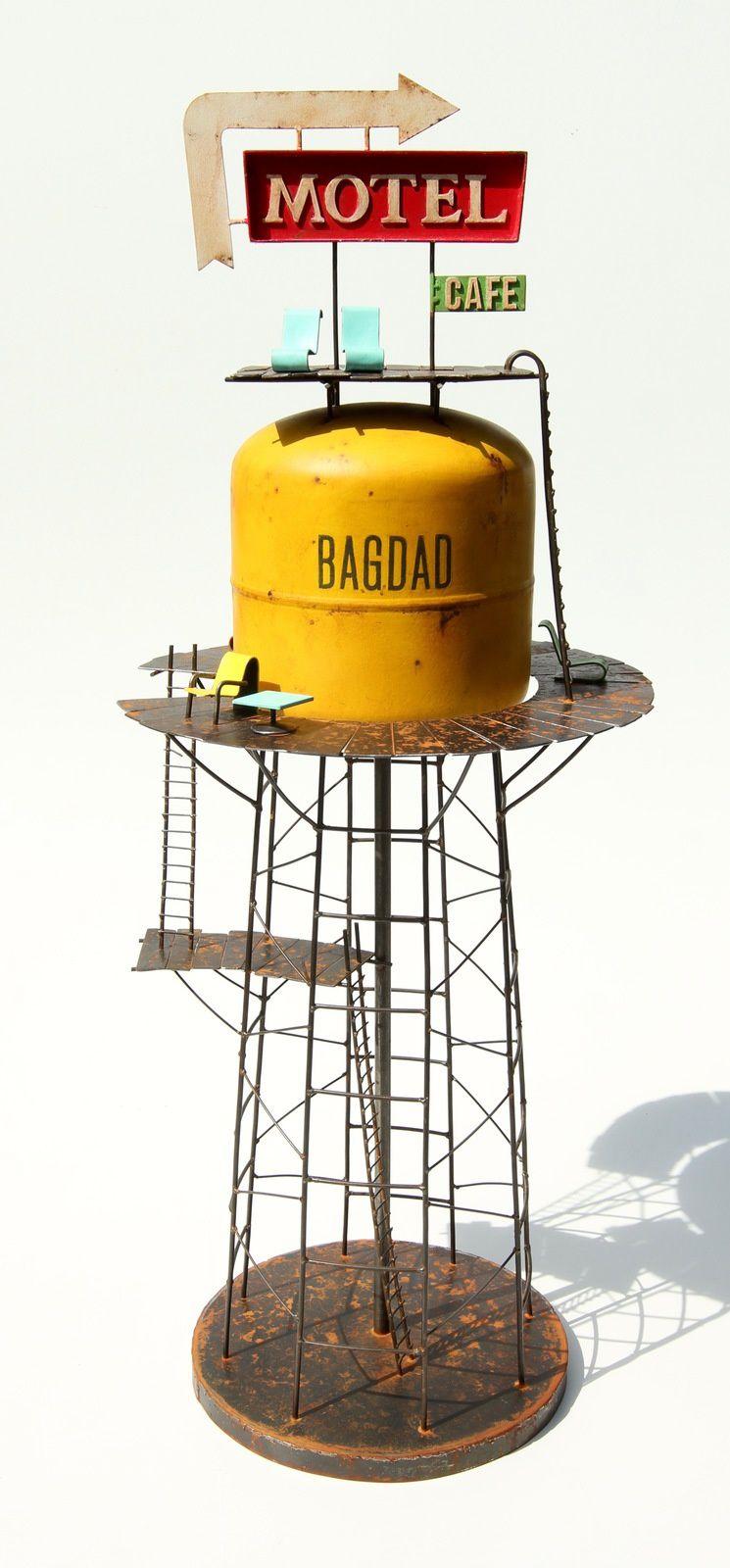 Sculptures acier. De 30 cm de haut pour les quais comme Honolulu à 160 cm pour les plus hautes présentée ici.