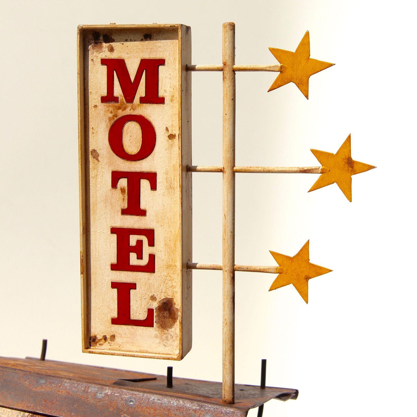 Trois étoiles. h: 88 cm. Pop Now. h: 119 cm. Bagdad. h: 93 cm. Plop. H : 87 cm. Light h: 90 cm. ...