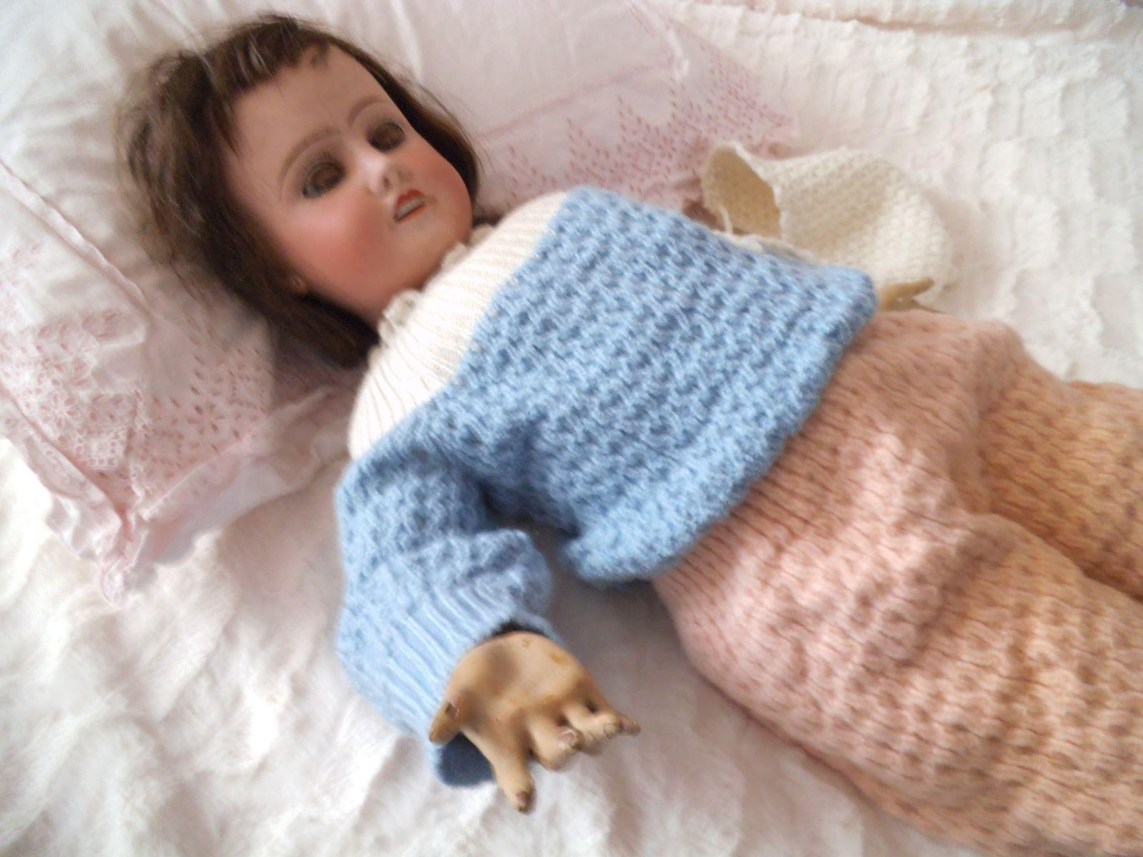 habiller une poupée ancienne