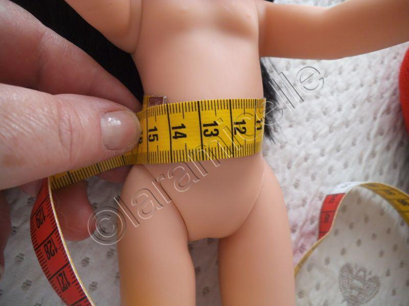 la poupée mesure 32 cm