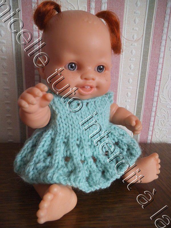 tuto gratuit poupée : robe printanière, base et col à petits trous