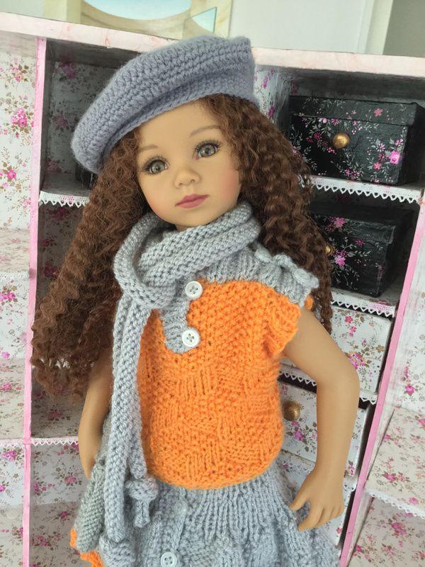 une collectionneuse vend sa collection de poupées