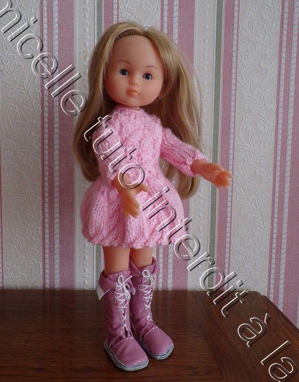 tuto gratuit  poupée :  robe à  torsades et bords dentelés