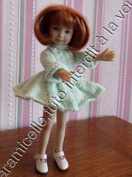 tuto gratuit  poupée  : robe d'hiver tourbillon et col roulotté