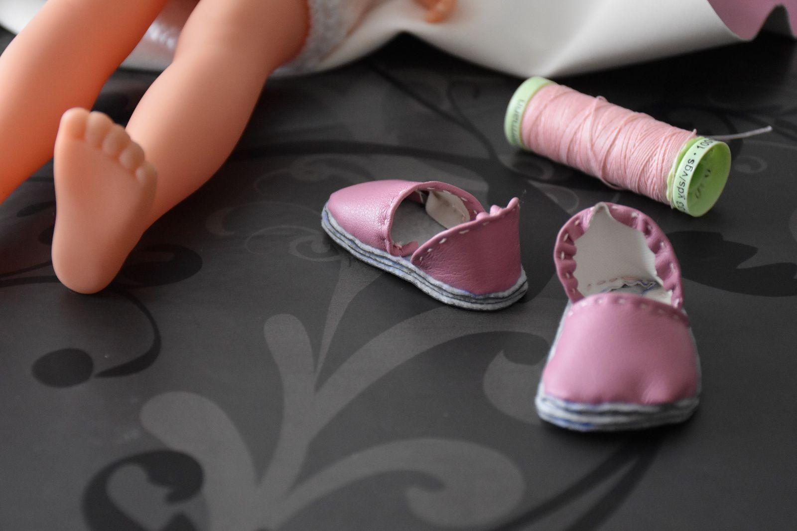 tuto gratuit poupée  : chaussures  basses et mules ; tuto de Victoria Lynn