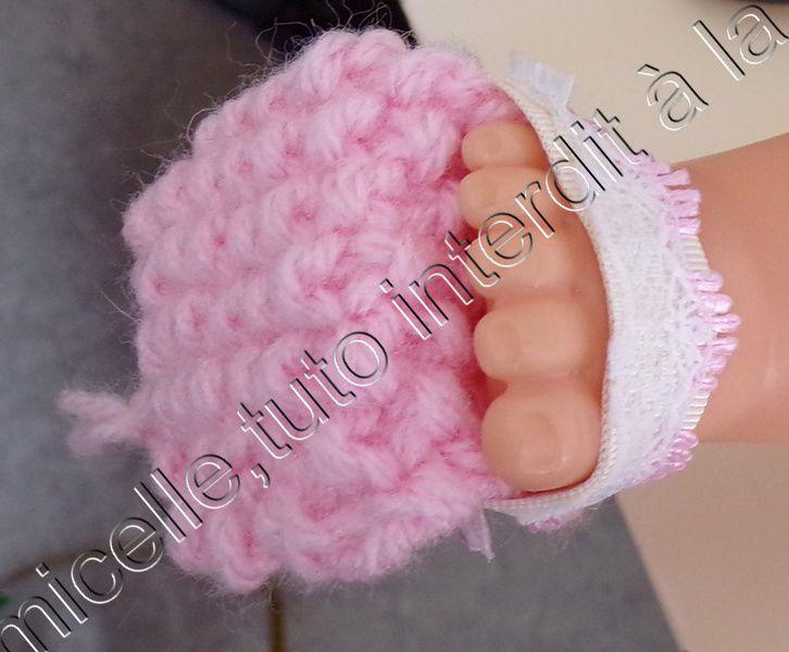 tuto gratuit  poupée  , en  photos  : sandales au ruban et tricot
