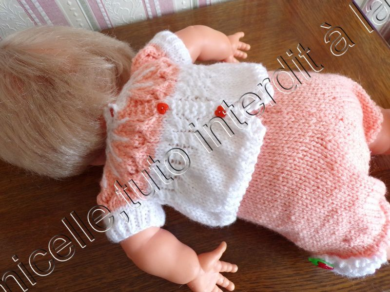 tuto gratuit poupée : blouse bicolore ajourée