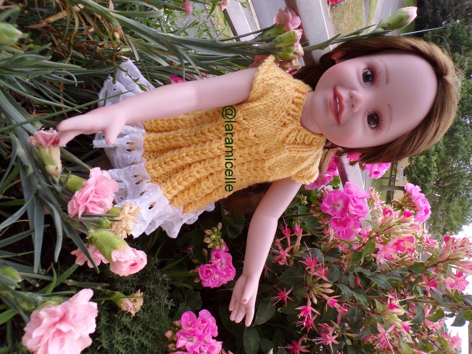 tuto gratuit poupée : robe mailles croisées et broderie anglaise