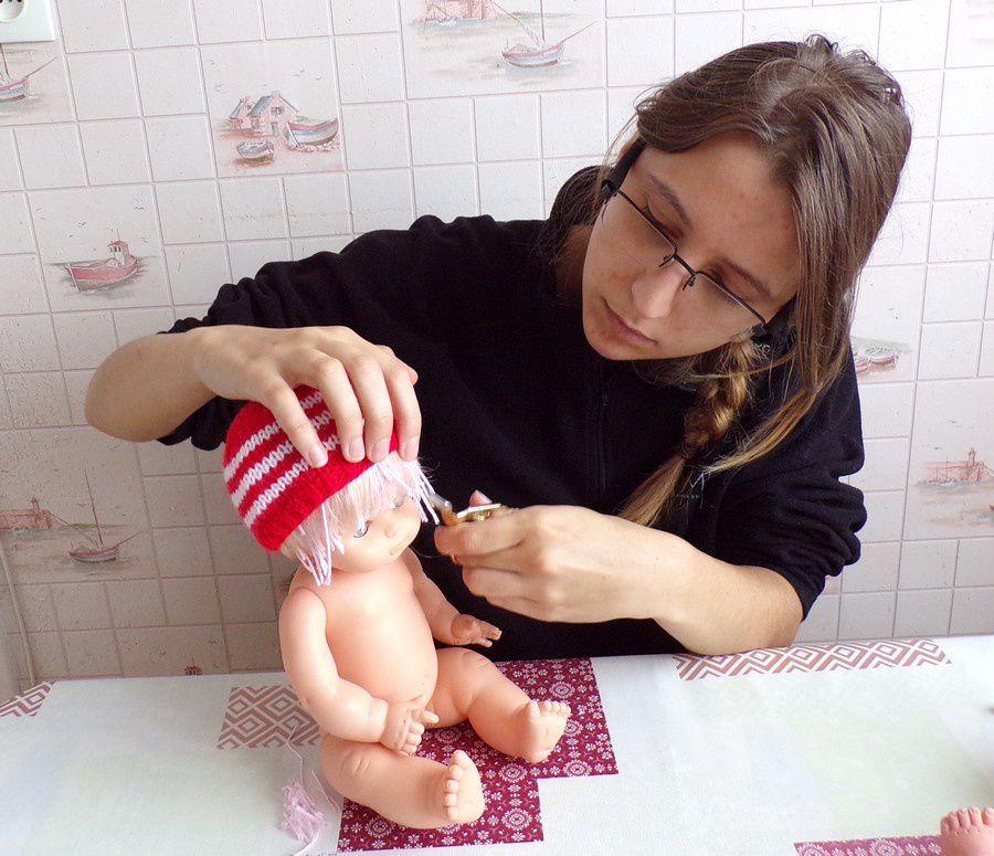 tuto gratuit :faire des mèches de cheveux à une poupée ; Victoria Lynn