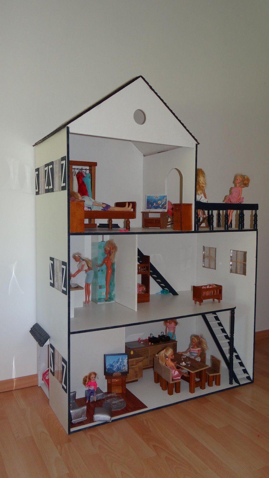 une merveilleuse maison de poupée réalisée par Line 49 et son mari