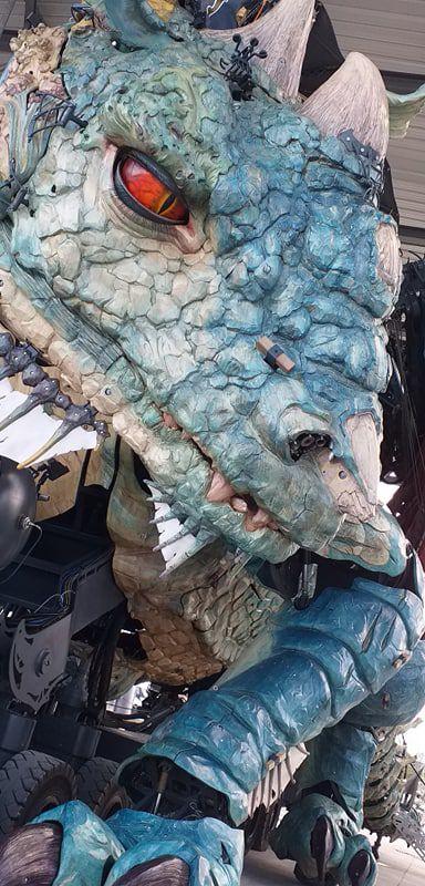 un dragon  s'est installé à Calais  par Victoria Lynn