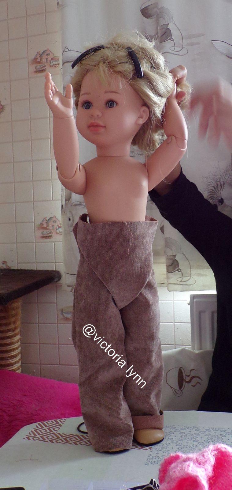 tuto gratuit couture: faire un pantalon pour poupée ; Victoria Lynn