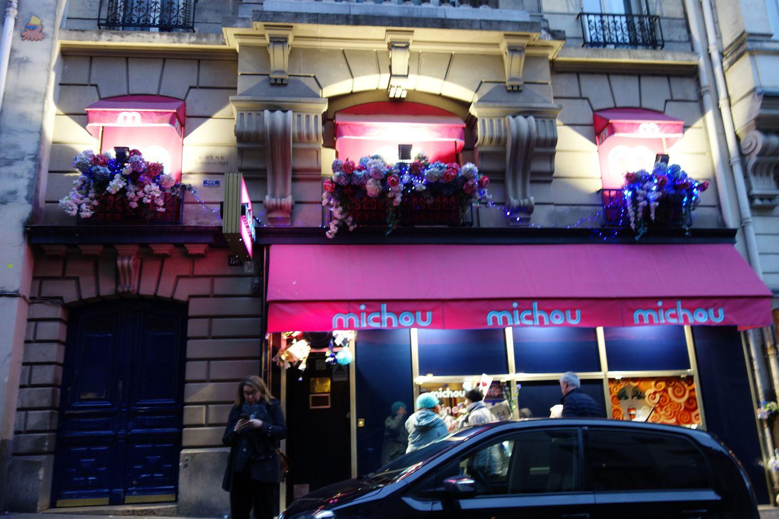 """""""Chez Michou, au 41 rue des Martyrs. Son cabaret restera ouvert, a annoncé sa nièce il y a quelques jours"""