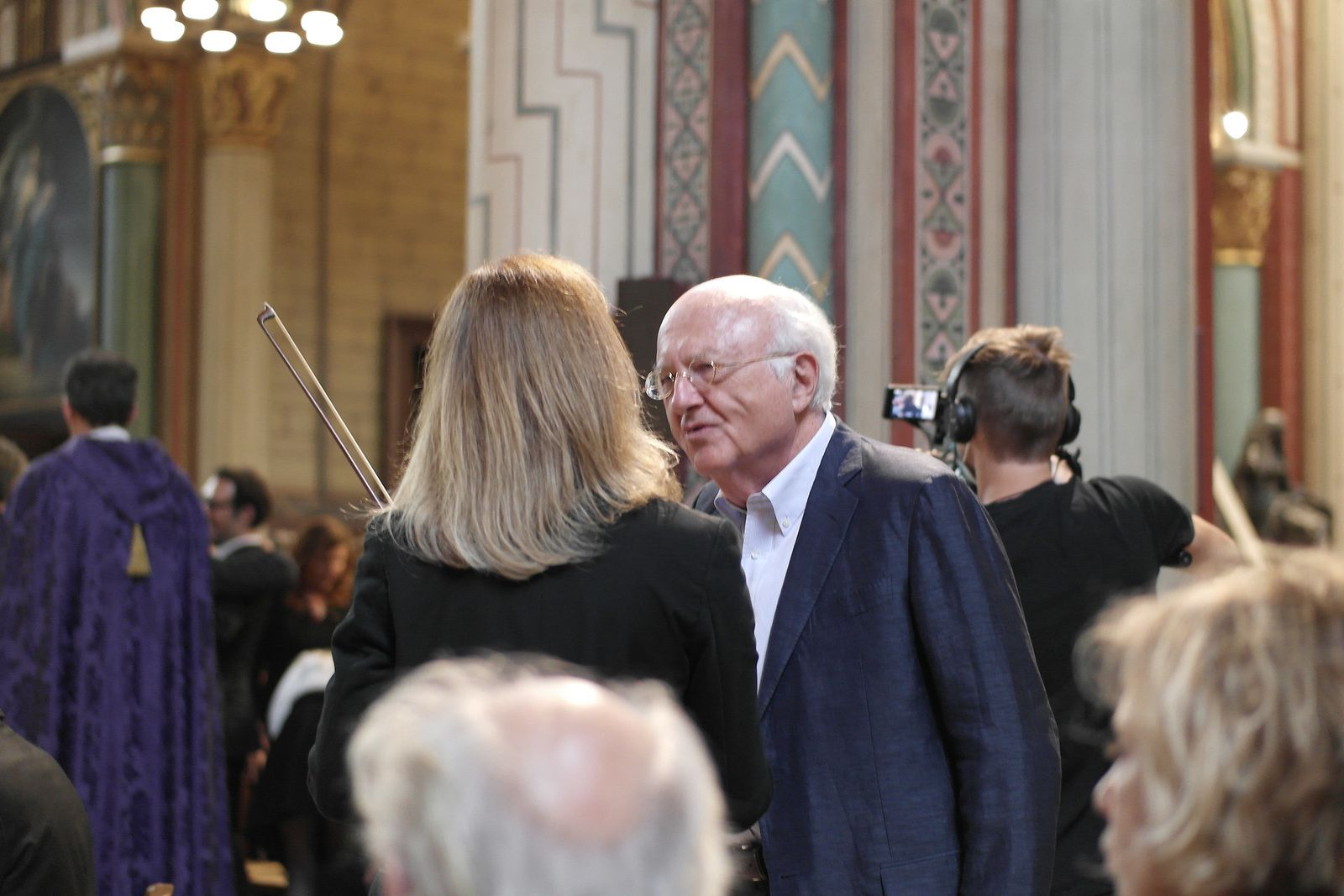 Vladimir Cosma parle à Anne Gravoin