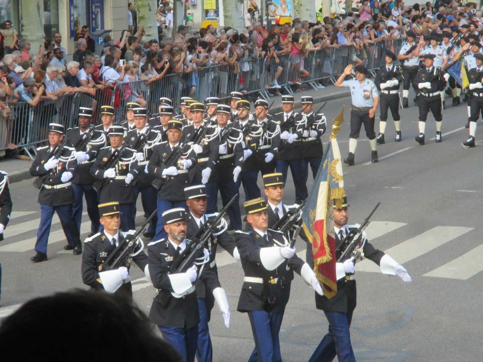 Photos Roland PICAUD: Ouverture du Défilé par la Gendarmerie Nationale