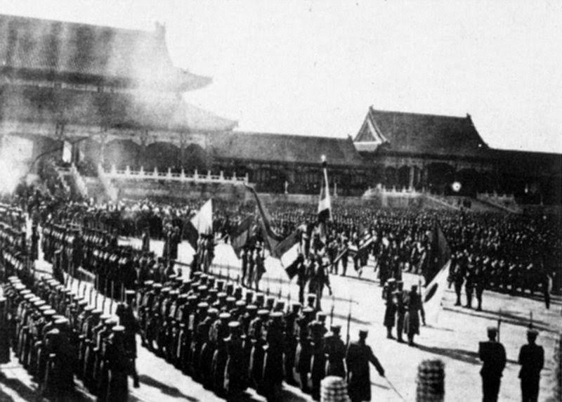 Les Troupes de l'Alliance dans la Cité interdite, à Pékin pendant la révolte des boxers.