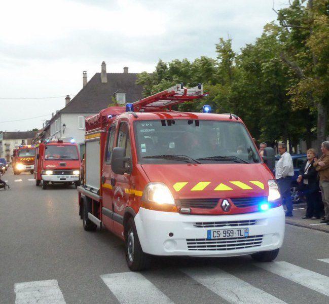 les véhicules des pompiers très largement applaudis