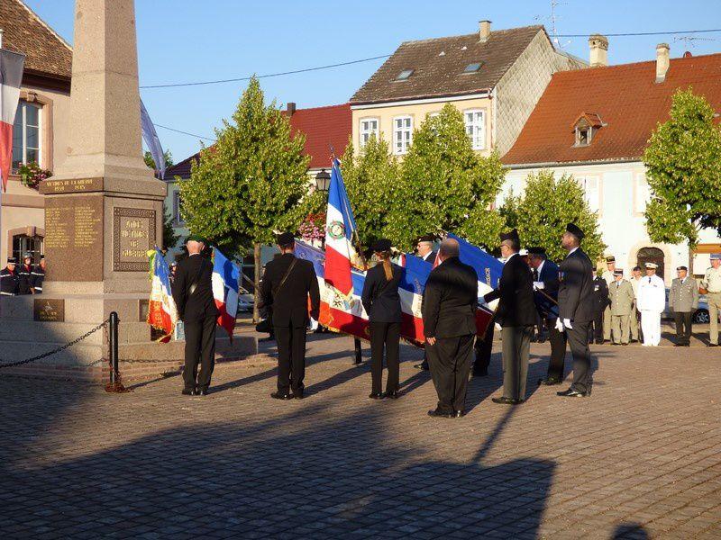 mise en place de la cérémonie à Neuf-Brisach