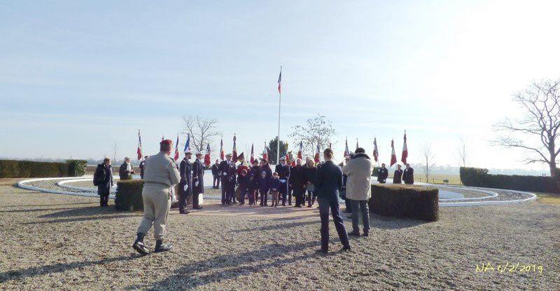 remise de médaille, lectures, dépôts de gerbes, remerciements aux porte-drapeaux