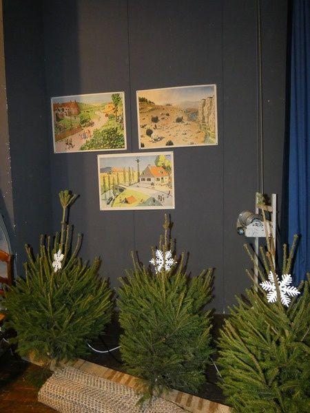 """Salle de classe de """"Dans le temps"""" reconstituée dans la salle des fêtes"""