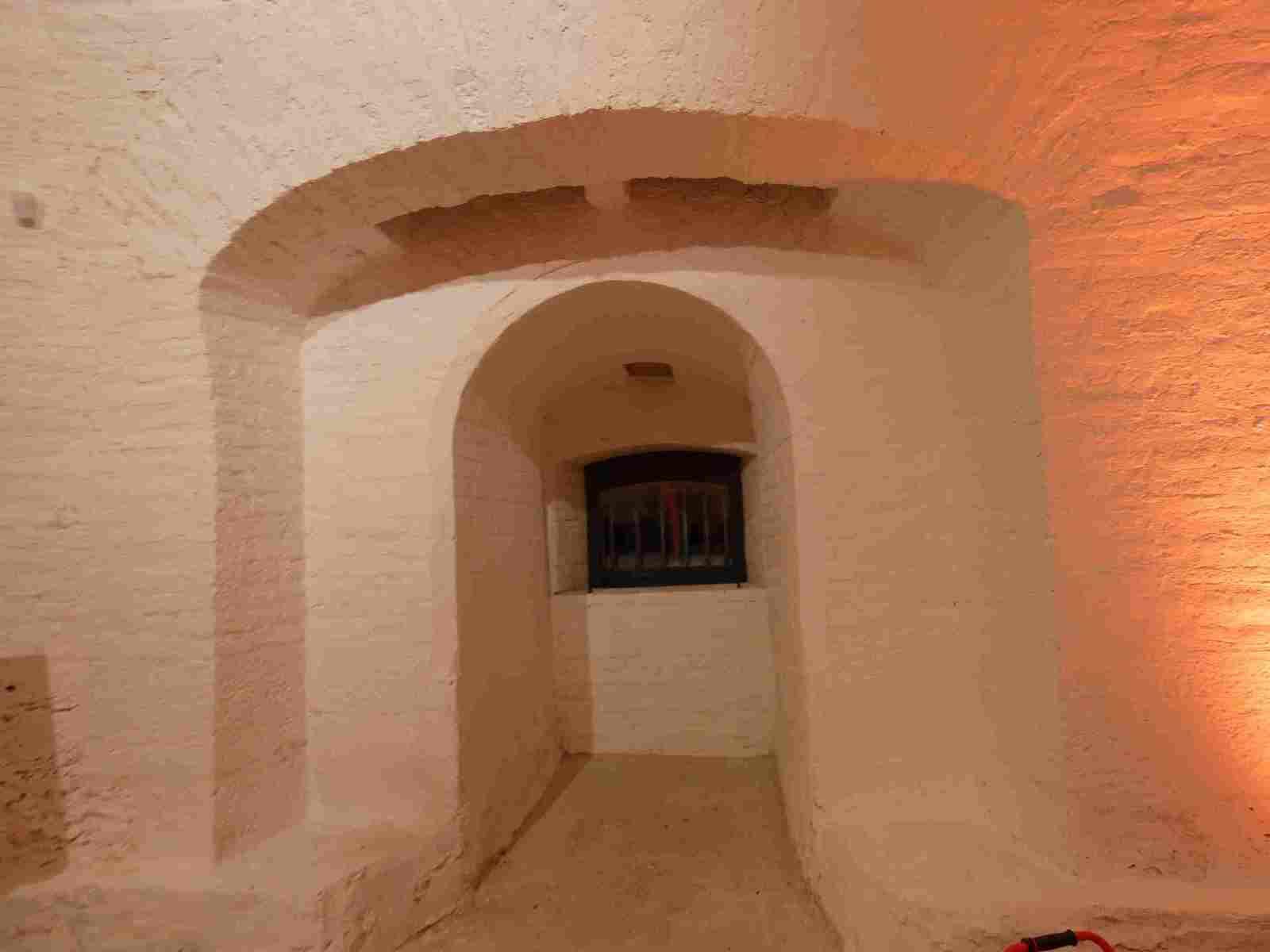 Tout y est  y compris le côté pratique avec l'adaptation des lieux aux personnes à mobilité réduite par une porte creusée dans les fortifications pour permettre l'accès de plein pied et les toilettes adaptées.