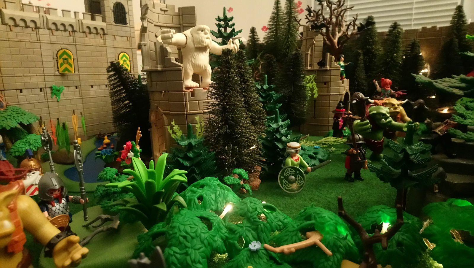 De toutes parts, nains, trolls, sorcières surgissent de la forêt pour délivrer la princesse.