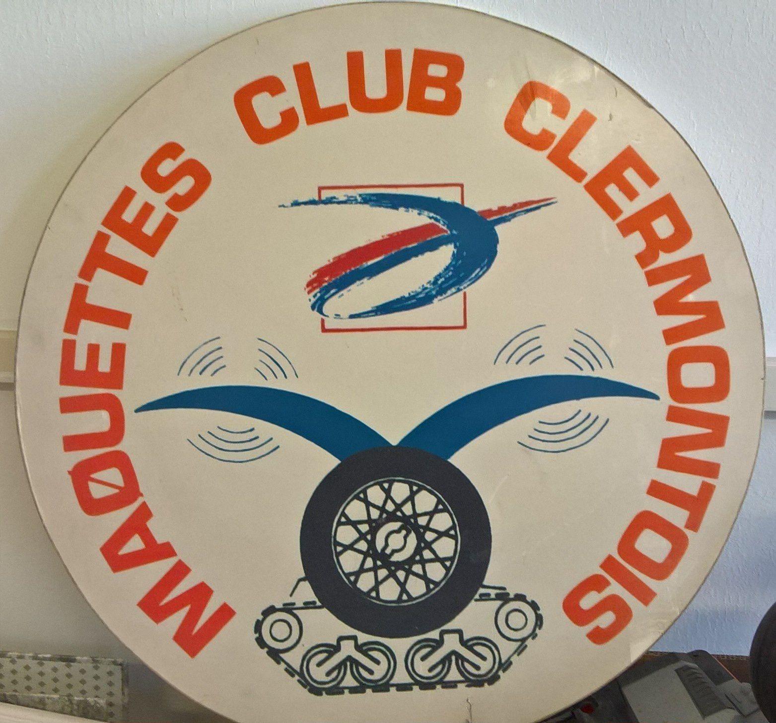 14 Novembre 1978 --------- 14 Novembre 2018 Aujourd'hui, le Maquettes Club Clermontois à 40 ans ! Eh oui 40 ans déjà ! Il y a 40 ans des passionnés de maquettes ont donnés officiellement le jour au MCC Maquettes Club Clermontois. 40 ans avec des hauts et des bas comme beaucoup de club, je ne compte plus les fois où l'ont nous à dit moribond ! Et pourtant toujours là ! Discret certes mais là :-)   Je voudrais remercié aujourd'hui les gens qui ont créés le club dont je suis membre depuis 25 ans ( déjà ), à la Mairie de Clermont Fd qui depuis toutes ces années nous toujours accordés leurs confiance, à tout les membres qui aux cours de ces 40 ans ont fait et écrit l'histoire du Club. Et surtout aux membres qui sont encore là aujourd'hui et pour de nombreuses années je l'espère. Jean-Marc, Val, Joseph, Claude, Hervé, et Mickaël                 Bon Anniversaire à vous les Amis