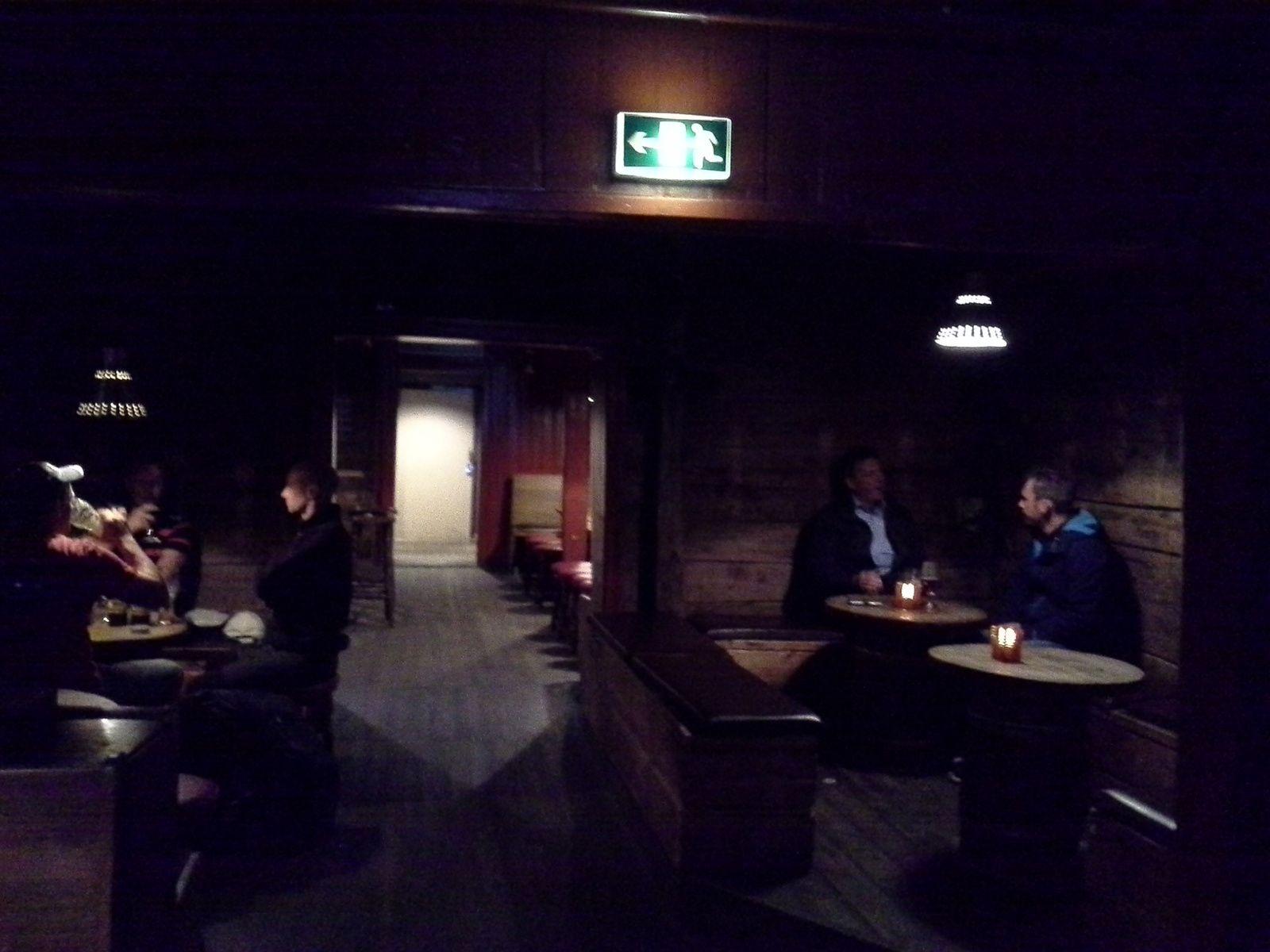 appero bieres norvegiennes dans bar vieille ville quartier briggens a BERGEN