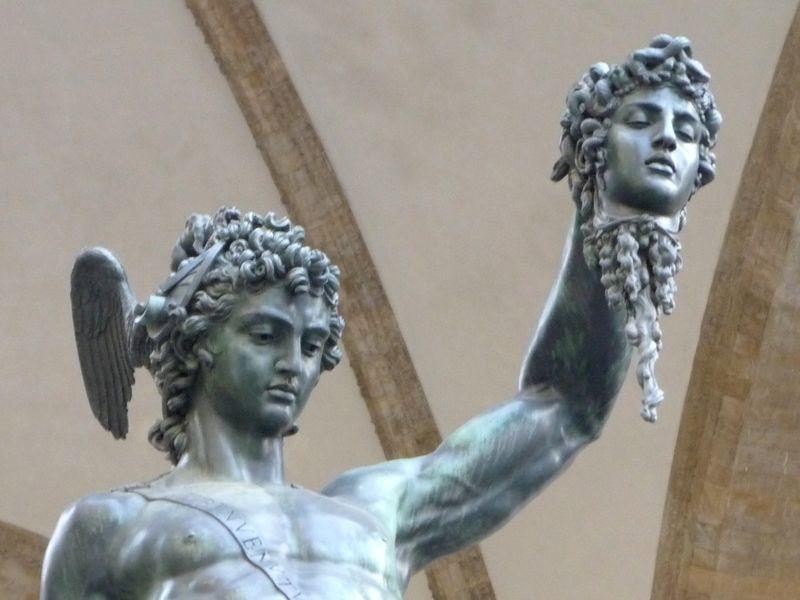 Persée brandissant la tête de Méduse, de Benvenuto Cellini (16e s.)