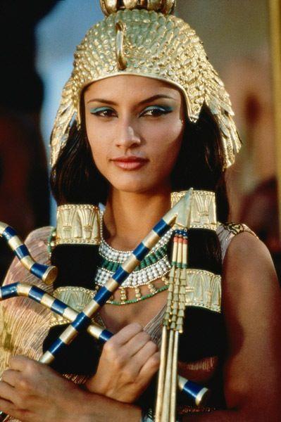Cléopâtre VII - Reine d'Égypte de l'an 51 jusqu'à l'an 30 av. J.-C. telle que je me la représentais - photo : l'actrice Leonor Varela - Cléopâtre