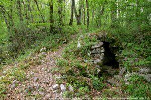 Abri - Montée au château de Teyrac - Roquefort-les-Cascades