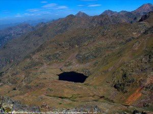Petit lac d'Arasi (Espagne) du port de Roumazet