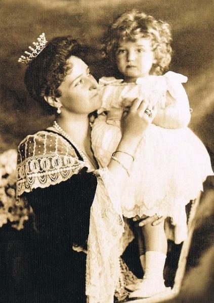 Alexis dans les bras de sa mère l'Impératrice Alexandra