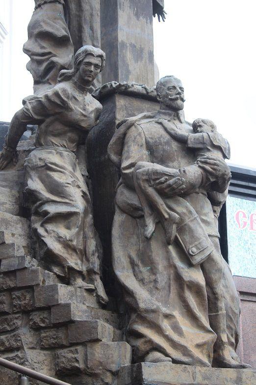 Monument près de l'église construite à l'emplacement de la maison Ipatiev.